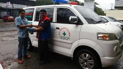 RS Grestelina Makassar Hibahkan Ambulan