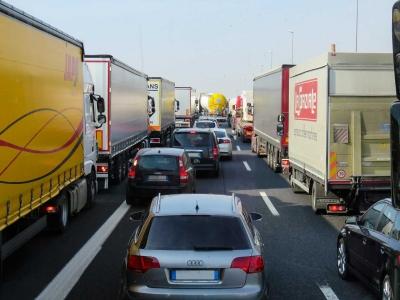 Ingin Ide-ide Besar Muncul di Organisasi Anda? Lihatlah pada Truk-truk Besar di Jalan Sempit Ini (Sebuah Analogi)