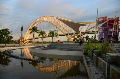 Bermain ke Jembatan Kota Raja-raja di Kalimantan Timur