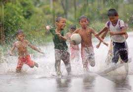 Masih Takutkah Anda Ketika Anak Anda Bermain Hujan?