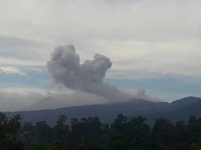 Semburan Debu Vulkanik Gunung Dukono Kembali Meresahkan Warga Halut