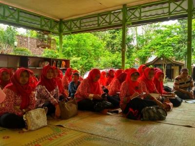 Belajar Meracik Jamu Kunir Asem di Desa Wisata Jamu Kiringan