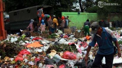 Fenomena Gunung Sampah di Perayaan Tahun Baru