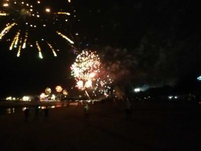 Ribuan Kembang Api, Sambut Tahun Baru 2018 di Pantai Kuta