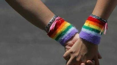 Ramai-ramai Menolak LGBT Tanpa Mengenalnya