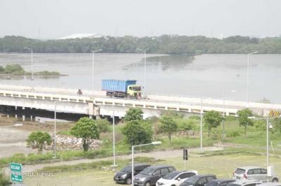 Dothy, Perempuan Tangguh yang Menakhodai Terminal Teluk Lamong Surabaya