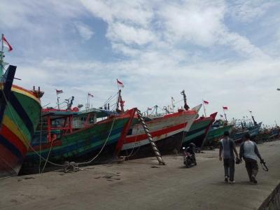 Ratusan Kapal Cantrang tak Beroperasi Tutup Pelabuhan Tegal