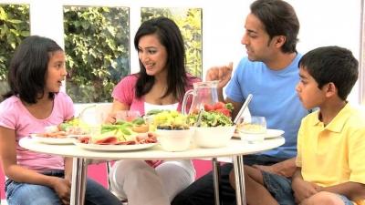 Makan Bersama di Rumah Itu Lebih Sehat