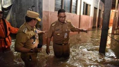 Tamparan bagi Anies dan Sandi terhadap Permasalahan Banjir di Jakarta