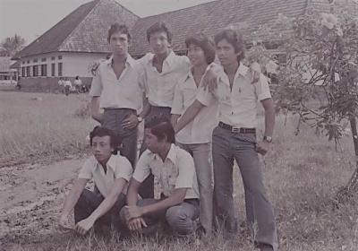Kita Pernah Menjadi Anak SMA (Refleksi Sebuah Photo Tahun 1980)