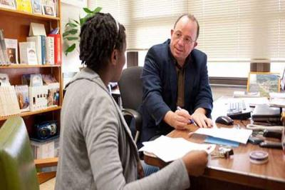Dosen Pembimbing Sulit Ditemui, Mahasiswa Bisa Apa?