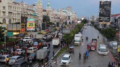 Warga Sudah Ketar-ketir, Anies Masih Saja Belum Tahu ada Banjir