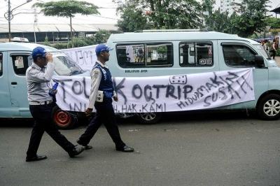 Ok-Otrip yang Tak Ramah kepada Sopir Angkot