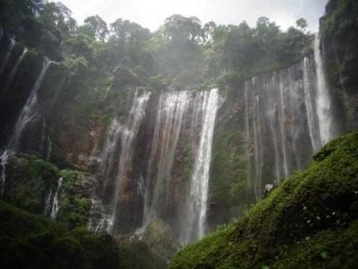 Indahnya Pesona Air Terjun Tumpak Sewu di Lumajang