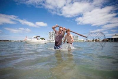 Ikuti Aturan Mainnya Jika Anda Ingin Menangkap Kepiting di Mandurah, Australia Barat