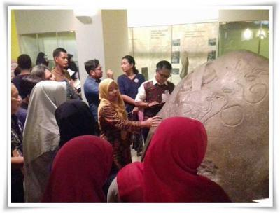 Ketika Masyarakat Awam Belajar Aksara Kuno pada Prasasti