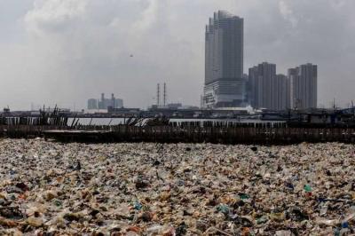 Beda Pandang Penanganan Sampah Anies-Sandi