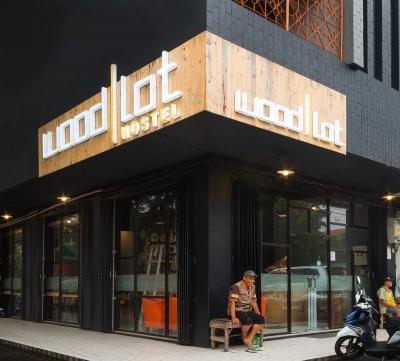WoodLot Hostel Malang,
