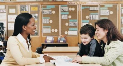 Kolaborasi Guru dan Orang Tua dalam Mendidik Anak