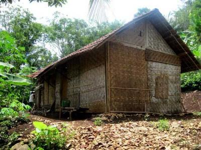 """Omah Gedhek"", Rumah Berdinding Anyaman Bambu"
