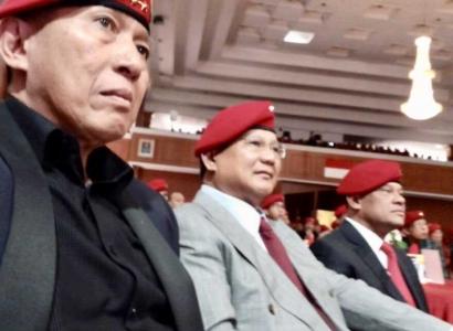 Prabowo dan Gatot Nurmantyo Bersebelahan di HUT Kopassus ke-66, Kode Pilpres 2019?