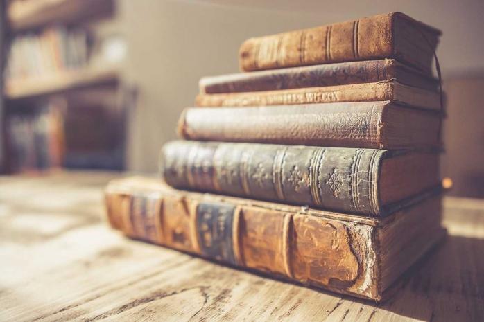 Dijajah Buku Sendiri