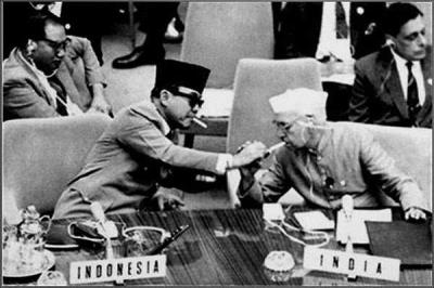 Soekarno dan Diplomasi Segulung Tembakau