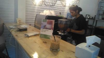 Konsep Tempat Ngopi Simpel Didol Ae Coffee and Friends