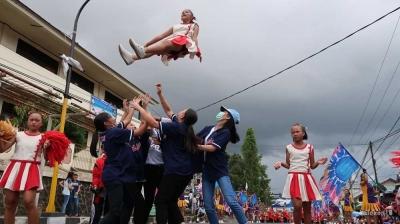 Hardiknas di Tomohon, Antara Pawai dan Hasil UNBK 2018