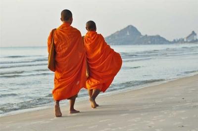 Dua Murid Guru Zen dan Gadis Berbaju Tersingkap