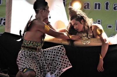 "Kompasianer Sri Wintala Achmad Tulis Lakon dan Pentaskan ""Karna Tanding"""