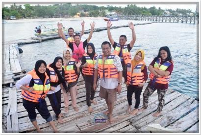 Jelang Ramadan 1439 H, Kabag Humas Bantaeng Ajak Stafnya Nikmati Wisata Pantai