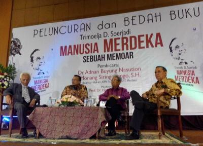 (In Memoriam) Trimoelja D. Soerjadi Bersama 3 Orang Batak