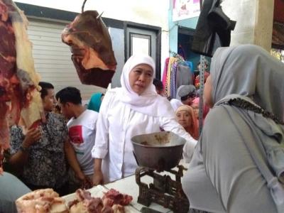 Bulan Puasa, Khofifah Blusukan ke Pasar Surabaya