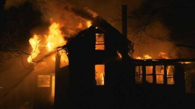 Pentingkah Membuat Tirai di Rumah yang Sudah Hangus Terbakar?