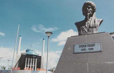 Traveling Asyik di Kota Daeng, dari Masjid Terapung, Fort Rotterdam hingga Es Pisang Ijo