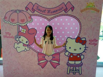 Gadis-gadis di Hello Kitty Town