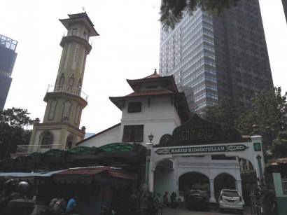 Masjid Hidayatullah, Kesejukan di Kesibukan Kawasan Bisnis Jakarta