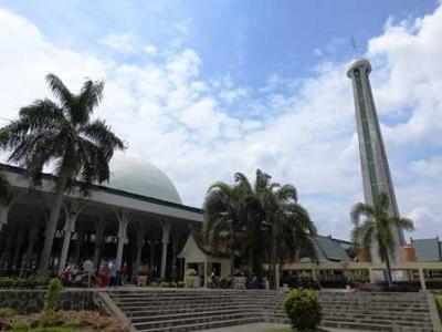 Pesona Masjid 1000 Tiang di Jambi