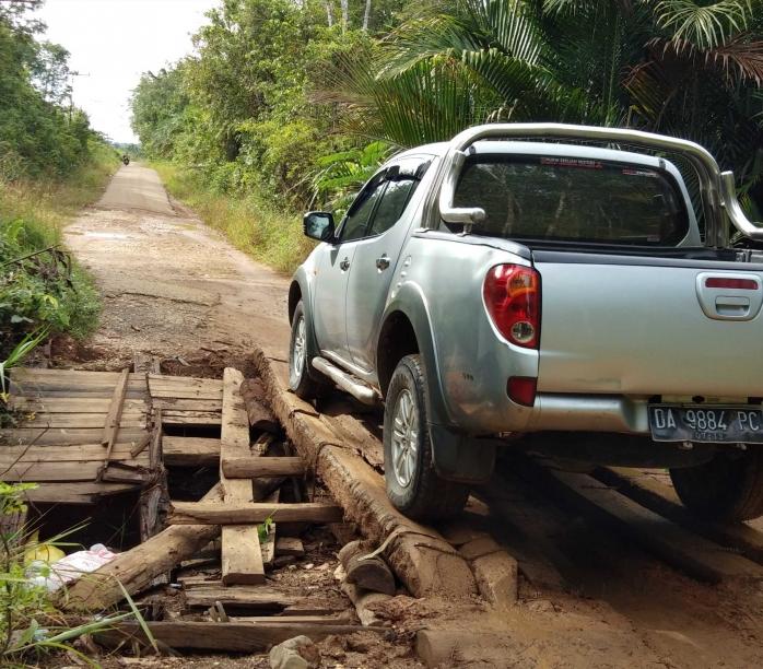 Satu dari Empat Jembatan Jalan Provinsi dari Batang Kelapa Roboh