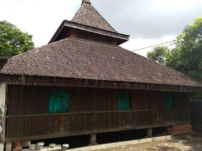 Menjelajah Masjid Tertua di Indramayu
