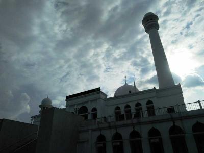 Mengagumi Masjid Agung Al-Azhar