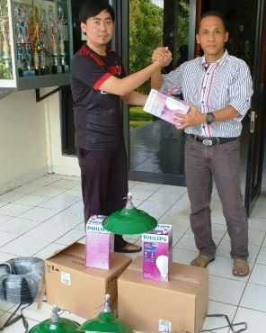 Komite Sekolah SMAN CMBBS Donasikan Lampu Penerangan