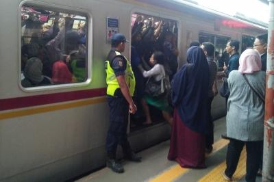 Puasa bagi Pekerja Pengguna KRL Commuter Line