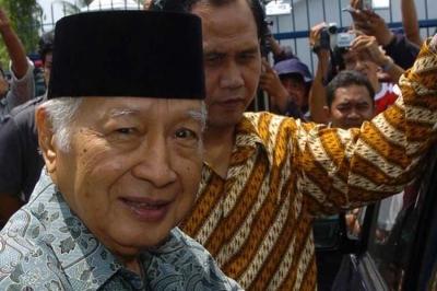 20 Tahun yang Lalu Soeharto Diturunkan IMF, Kerusuhan Rasial dan Mahasiswa