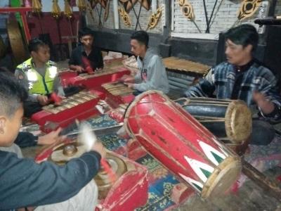 Luar Biasa, Bhabinkamtibmas Pandesari Pelopori dan Melestarikan Kesenian Wayang Orang