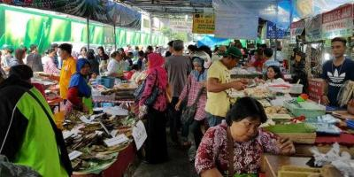 Melatih Jiwa Wirausaha Mahasiswa di Pasar Dadakan Ramadan