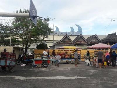 Lapangan Bola Basket Dijadikan Pasar Ramadan di Sungailiat