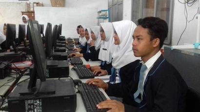 Surat Cinta untuk Jokowi dari Guru TIK