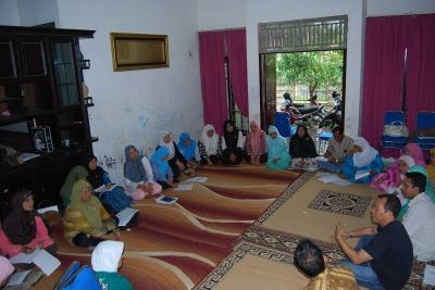 Tebarkan THR di Malam Ramadan